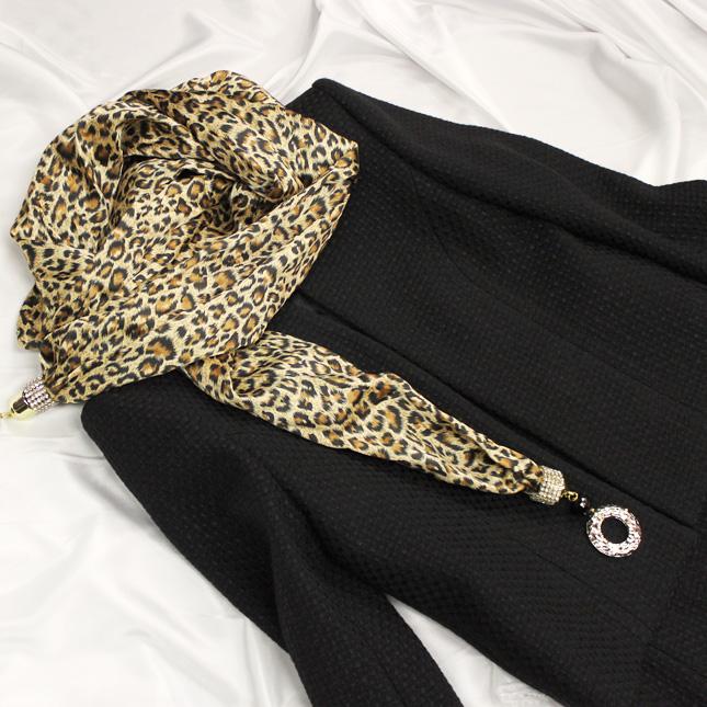 ジャケット&ストール 黒に映えるヒョウ柄ストール<br />Jacket & stole in leopard print