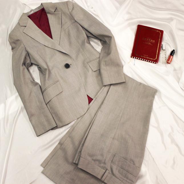 パンツスーツ ドラマの衣装提供で大好評<br />Pearl beige pants suit
