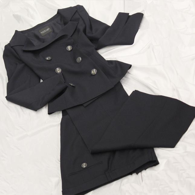 パンツスーツ フェミニンなダブルジャケットに<br />Jet black double jacket & pants