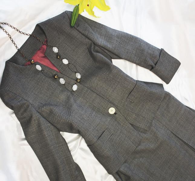 スカートスーツ 人気のノーカラージャケット<br />Collarless jacket and skirt