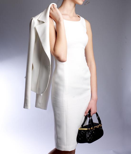 ワンピーススーツ 透明感のある着こなし<br />Trancelucent White Dress Suit