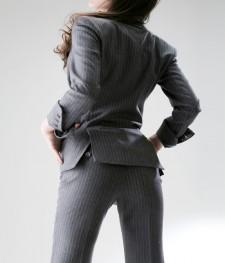 パンツスーツ 細身のきれいなシルエット<br />Women's Slim Pants Suit