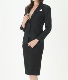 リクルートスーツ 細身な着こなし<br />Slim Career Suit