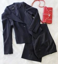 パンツスーツ ラメストライプ<br />Dark navy pants suit with lame inserted stripes
