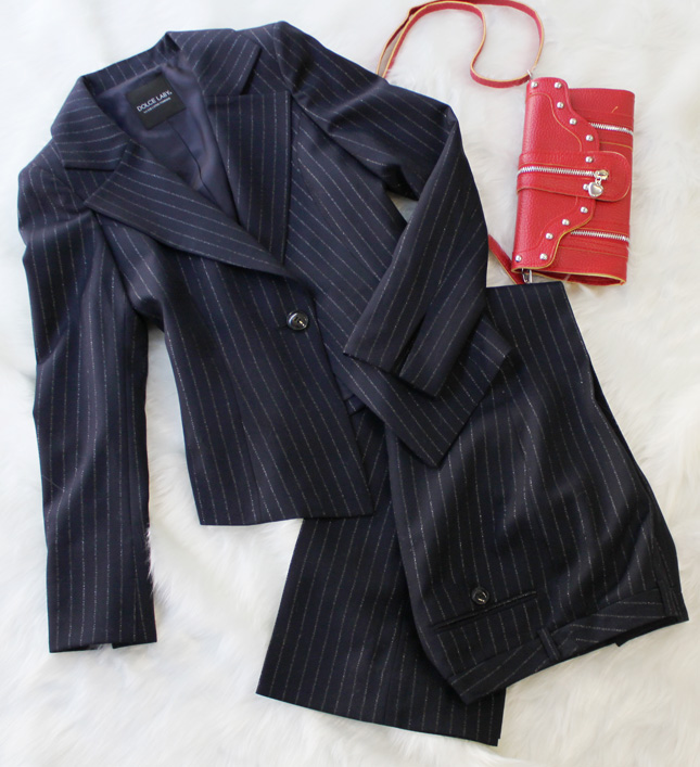 パンツスーツ ラメストライプ<br />Dark navy pants suit with lame inserted stripes