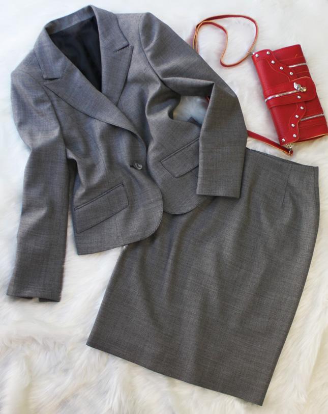 スカートスーツ 落ち着いた大人の魅力<br />Old silver skirt suit