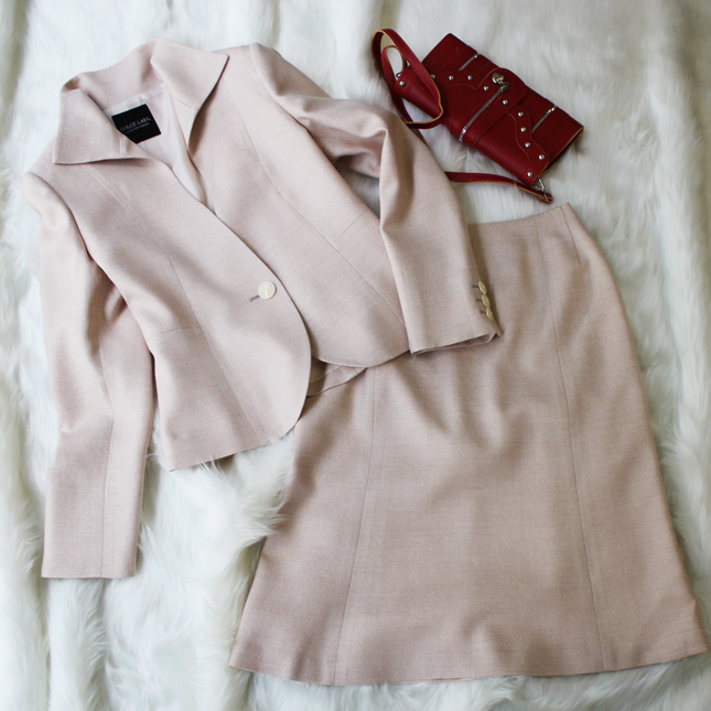 スカートスーツ 桜色の生地にラメのあしらい<br />Biscuit pink lame inserted skirt suit