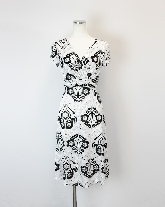 ワンピース 白と黒のプッチ柄<br />White crossover dress made of Parolari Emilio Pucci fabric