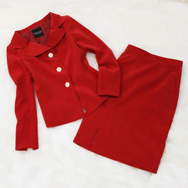スカートスーツ キャンペーンガールの制服に!<br />Red suede tone skirt suit