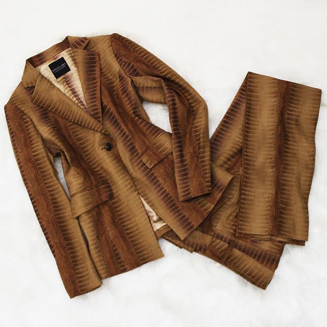 パンツスーツ パイソン柄<br />Pants suit in python print