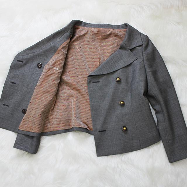 ダブルジャケット グレーの生地にオレンジの裏地<br />Gray jacket with pink-orange lining
