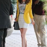 ミランダ・カー(Miranda Kerr) ジャケット&スカートファッション