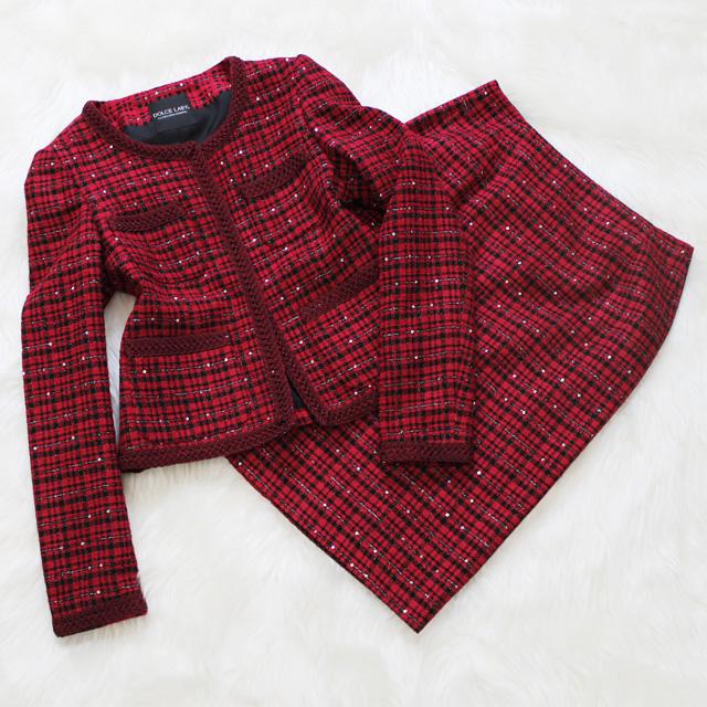 ツイードスカートスーツ 情熱的な赤にスパンコール<br />Passion red skirt suit with spangles