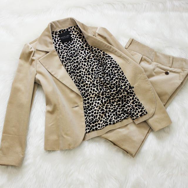パンツスーツ 大胆なヒョウ柄の裏地<br />Dutch white pants suit with leopard lining