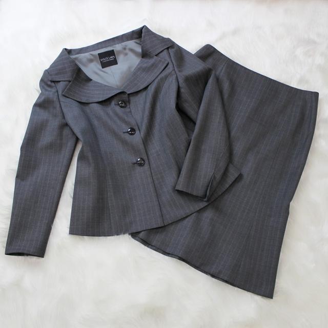 スカートスーツ グレーの生地にストライプ柄<br />Arsenic gray skirt suit