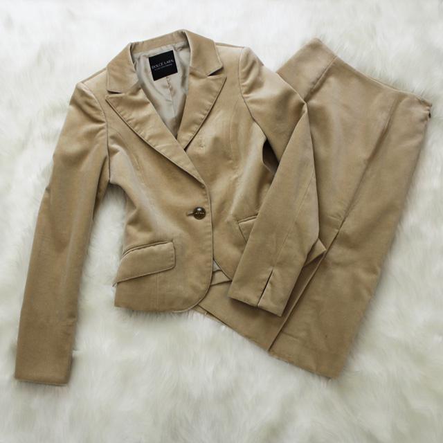スカートスーツ ベルベット生地<br />Beige velvet jacket