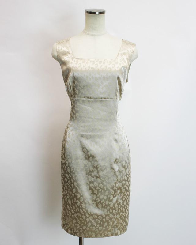 ワンピース 艶のあるヒョウ柄<br />Glossy pearl dress in leopard print