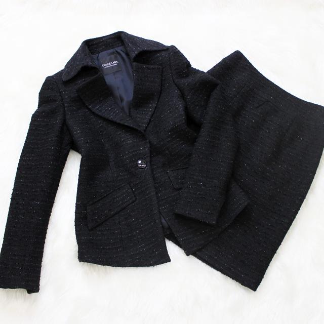スカートスーツ 黒地にラメが映える<br />Lame inserted black skirt suit
