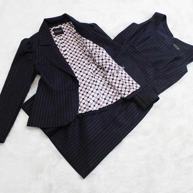 ワンピーススーツ ラメ入りストライプがゴージャス<br />Navy dress suit with lame inserted stripes