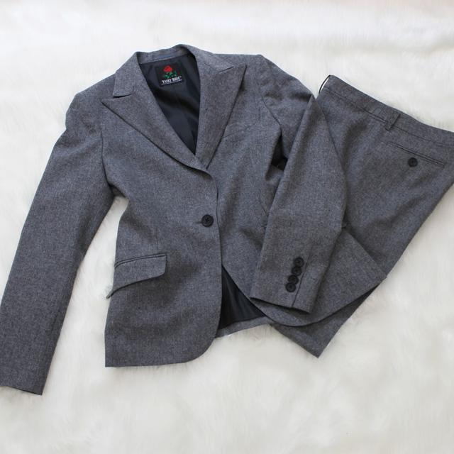 パンツスーツ グレーのテーラードジャケット<br />Charcoal tailored jacket
