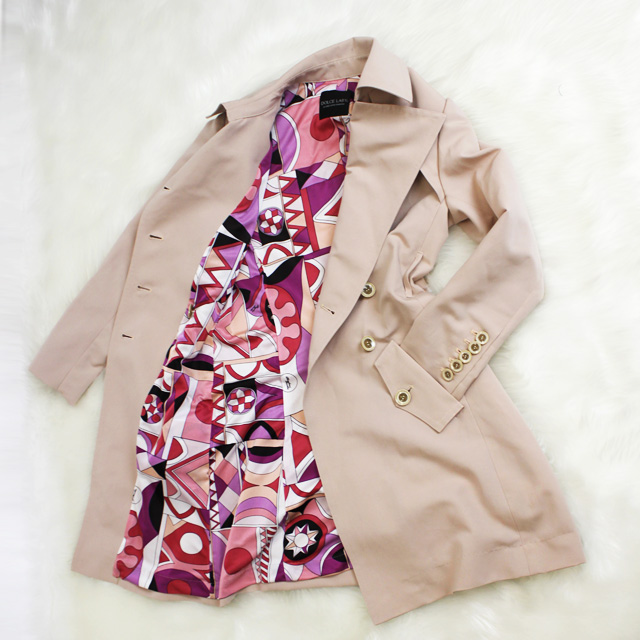 トレンチコート 色鮮やかなプッチ柄の裏地<br />Pearl beige trench coat with Parolari Emilio Pucci lining