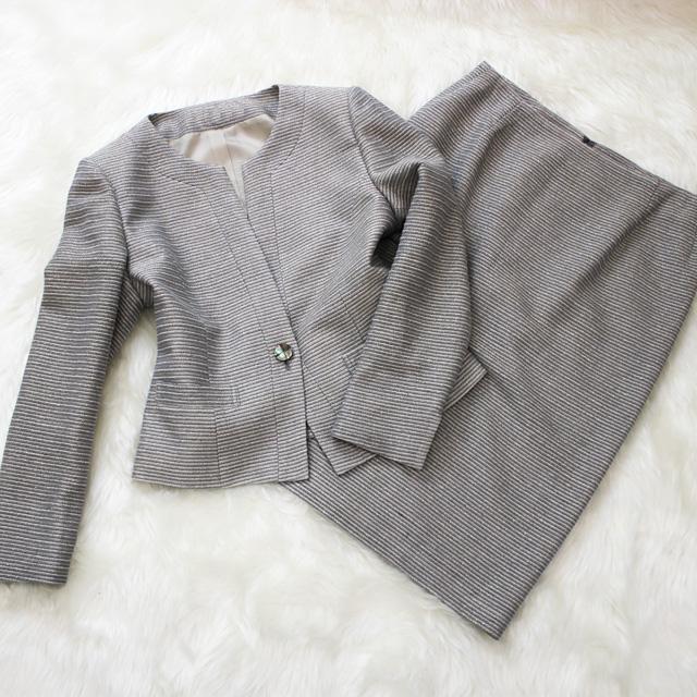 スカートスーツ グレーとホワイトのストライプ<br />Silver gray striped skirt suit