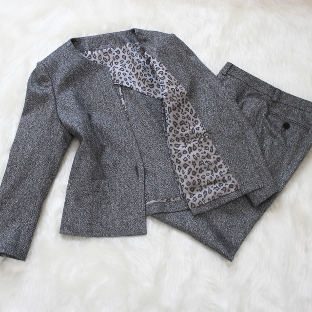 パンツスーツ ヒョウ柄裏地<br />Pewter gray pants suit with leopard lining