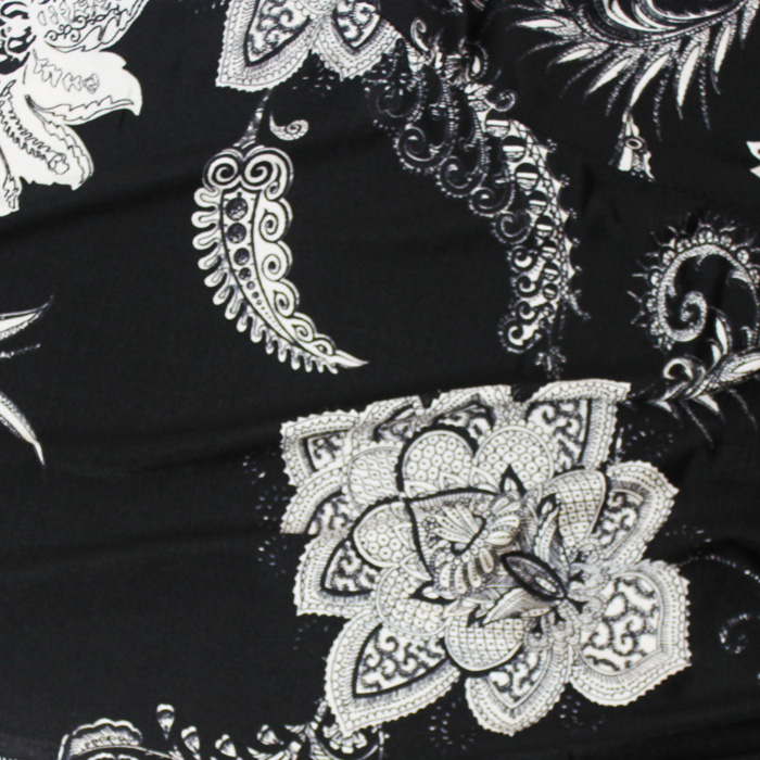 ミラノインポートフラワー / Black & White Polyester Floral from Milano(5701-11)