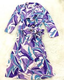 鮮やかな紫色のプッチ柄ワンピース★フリッルとフレアースカートがとても女性らしいデザイン<br />Lively Purple Dress in Parolari Fabric★The Flare Skirt and Frill Detail Are Very Feminine
