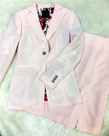 暑い季節にピッタリのスカートスーツ♪ベビーピンクの薄手生地&個性的なフラワー柄の裏地<br />Perfect For The Hot Season♪Thin Baby Pink Fabric & Unique Flower Lining