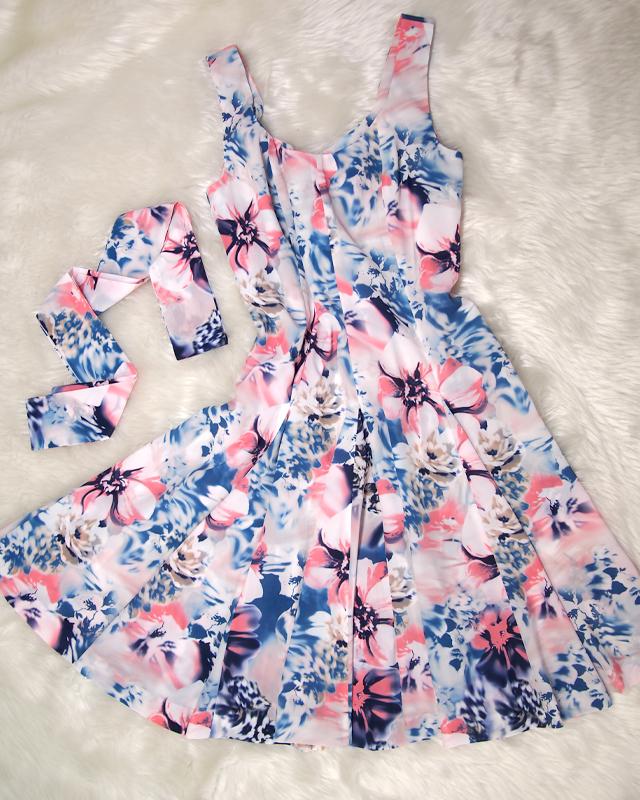 ひらひらキュート♪淡いフラワープリントのサーキュラードレス<br />Prepare for Summer With This Colorful Circular Dress