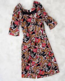 秋の雰囲気を演出!紅葉にも負けない綺麗な7分袖スクエアネックワンピース<br />Enjoy The Autumn Atmosphere! This Beautifull Dress Will Out-rival Any Scenery!
