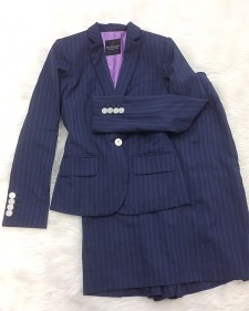 ビジネスにもお出掛けにも☆紺生地に紫ストライプのスカートスーツ<br />Suitable For Business As Well As Going Out☆Skirt Suit With Navy Fabric with Purple Stripes