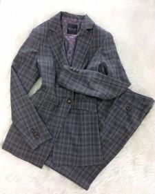 インパクトのあるタータンチェック柄のパンツスーツ♪裏地の紫ドット柄が可愛い<br />Make an Impression In Tartan Check Suit & Cute Purple Lining