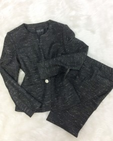 幅広い年齢層向けのブラックツイードのパンツスーツ♪セットアップでも、単品でもお上品なコーデに<br />This Tweed Suit Is For All Ages♪Worn Together Or Separately – It Always Looks Fancy