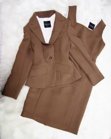クラシックなデザイン★いつの時代でも普遍的なワンピーススーツ<br />Classic Design For Timeless Brown Dress And Jacket