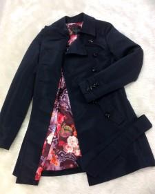 オーダーメイドトレンチコートだからこそサイズや裏地を選べます♪紺色の生地&花柄の裏地<br />Only With Made To Order Coats Can You Choose Size And Lining♪Dark Navy&Flower Motif Lining