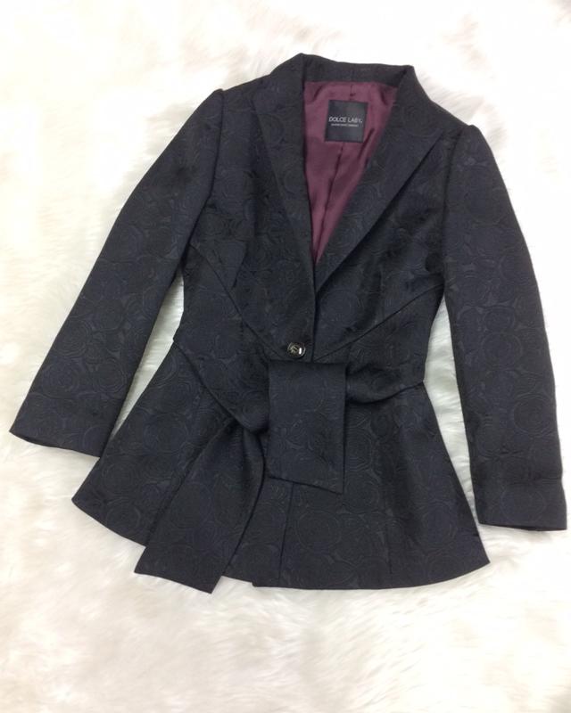 大きめのタッセルが特徴的な細身シルエットのジャケット♪<br /> This Jacket With a Big Tassel Supports A Slim Appearance
