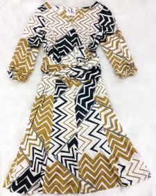 海外セレブが着そうなワンピース♪色合いがとってもゴージャス<br />This Dress With It's Gorgeous Colors Looks Like It Belongs to a Celebrity♪