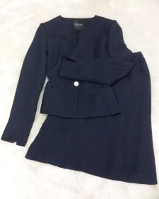 上品で暖かいツイード♪ネイビーノーカラージャケット&スカートのスーツ<br />Warm and Fancy Tweed♪ Navy Skirt Suit With Collarless Jacket
