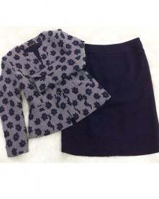 立体的な大きな花柄のファンシー生地でジャケットとネイビースカートのセット<br />Jacket In a Fancy Fabric With Dimensional Flower Pattern Combined With Matching Skiry