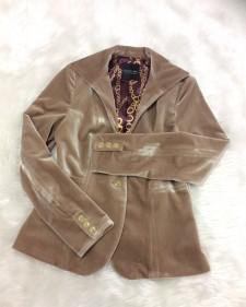 ベロアジャケットの魅力といえば独特の光沢☆裏地で高級感プラス<br />The Charm of This Jacket Is It's Shiny Velvet☆The Lining adds the Luxurious Feel