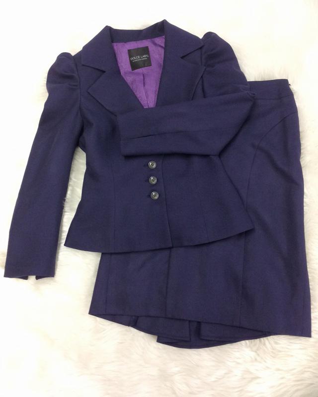 きちんと感はあるのに、コンサバになりすぎない☆ネイビー色パワーショルダージャケット&バックフリルスカートのセットアップ<br />A Neat But Not Overly Conservative Look☆Navy Skirt And Jacket With Power Shoulders