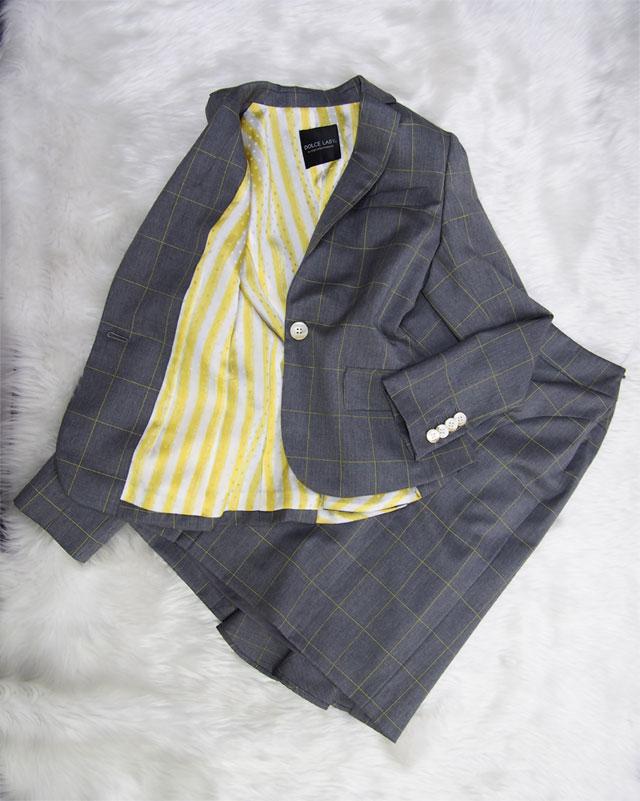 黄色格子のグレースーツxイエローストライプ裏地で幸せ気分♪<br />Gray skirt suit x Yellow striped lining ♪ Happy feeling
