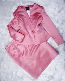 桜のような美しいピンク♪シルキー生地でノーカラジャケット&スカートのセットスーツ<br />A Pritty Pink Just Like The Cherry Blossom♪Silky No-Collar Jacket and Skirt Set