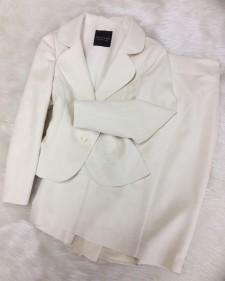 永遠の憧れ白いスカートスーツ♪柔らか素材でソフトな印象をプラス<br />Eternal longing for white skirt suit ♪ a soft material brings a soft impression