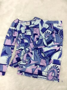 ブルー&ピンクのプッチ柄でタイトスカートとカットソーのセット★ なめらかな生地感と伸縮性のある素材で着心地も抜群<br />Blue&Pink Pucci Style Fabric. Tight skirt and peplum top★The smooth and stretchy fabric gives the perfect comfort.