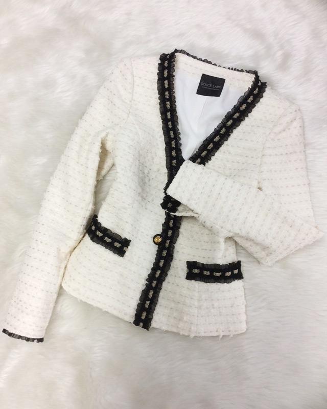 白のツイードジャケット 黒レースでアクセント ♪ 英国リントン高級ツイード<br />White Tweed Collarless Jacket Accented with a Black Trim ♪ British Linton Tweed