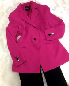 ヴィヴィッドピンクのセミロングジャケット ♪ さっと羽織るだけでサマになる使えるアイテム<br />Vivid Pink Semi Long Jacket ♪ The outfit will complete by just wearing this