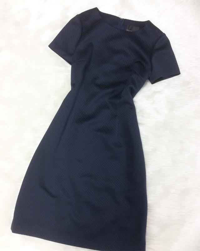 深みのある青色とシルクの材料でとても素敵なワンピース♪夜のデートにいかがでしょうか<br />A deep blue silk fabric makes this dress special♪ How about a dinner date?